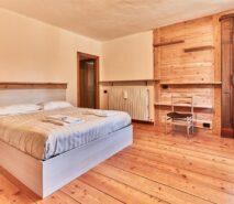 modern bedroom, chalet, hotel style apartment accommodation, ski sauze d'oulx
