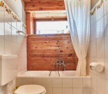 modern bathroom, chalet, hotel style apartment accommodation, ski sauze d'oulx