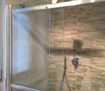 Apartment Tokyo, shower, modern ski holiday apartment in central Sauze d'Oulx