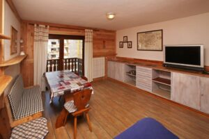 Living room view Besson apartment 4 central Sauze d'Oulx apartment holiday accommodation ski