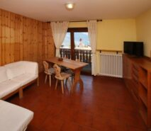 Living room view Besson apartment 6 central Sauze d'Oulx apartment holiday accommodation ski