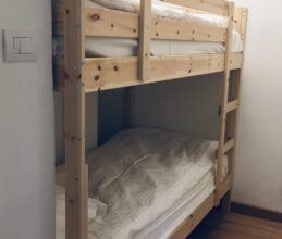 Modern bunk room of ski holiday apartment Belvedere in Sauze d'Oulx