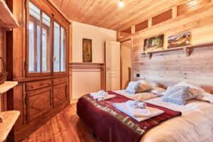 modern bedroom, chalet style apartment accommodation, ski sauze d'oulx