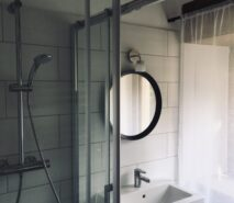 Bathroom modern luxury and comfort in Chalet style Casa della Figlia, ski holiday apartment central Sauze d'Oulx