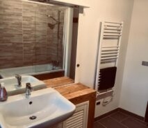 bathroommodern luxury and comfort in Chalet style Casa della Nonna, ski holiday apartment central Sauze d'Oulx