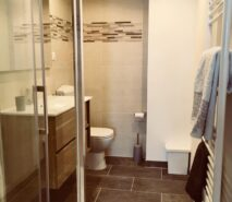 bathroom modern luxury and comfort in Chalet style Casa della Nonna, ski holiday apartment central Sauze d'Oulx